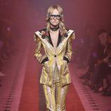 Traje dorado de Gucci primavera/verano 2017 en la Milán Fashion Week