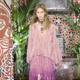 Vestido rosa de Roberto Cavalli primavera/verano 2017 en la Milán Fashion Week