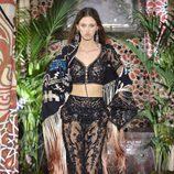 Pantalones y top de transparencias de Roberto Cavalli primavera/verano 2017 en la Milán Fashion Week