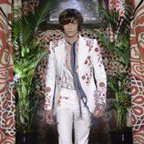 Traje blanco de Roberto Cavailli primavera/verano 2017 en la Milán Fashion Week