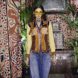 Jeans de campana de Roberto Cavalli primavera/verano 2017 en la Milán Fashion Week