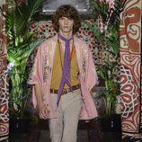 Camisa rosa de Roberto Cavalli primavera/verano 2017 en la Milán Fashion Week