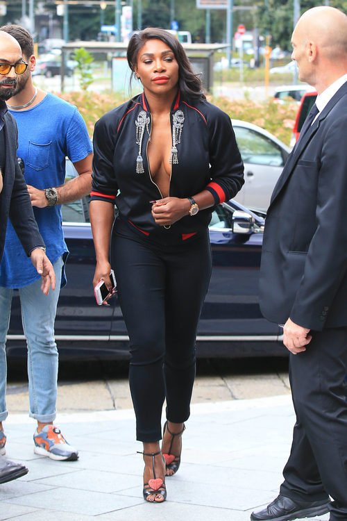 Serena Williams acudiendo al desfile de Gucci en la Milán Fashion Week