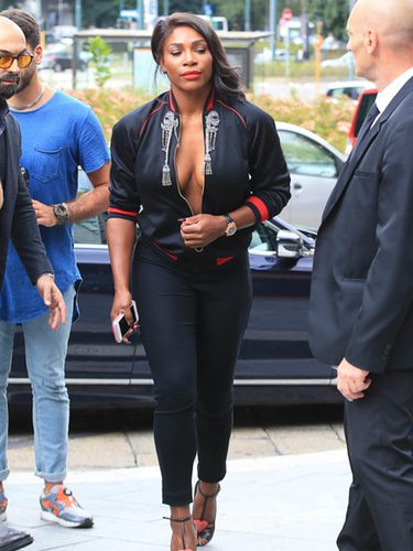 Serena Williams acudiendo al desfile de Gucci en la Milán Fashion Week