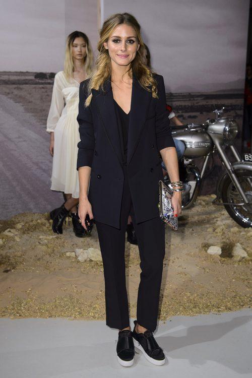 Olivia Palermo en el desfile de Belstaff en la Semana de la Moda de Londres