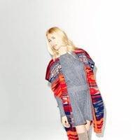 Claudia Schiffer con un quimono étnico para TSE otoño/invierno 2016/2017