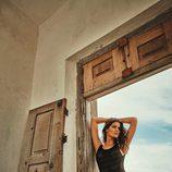 Isabeli Fontana con un bodie negro de su propia colección con Morena Rosa
