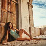 Isabeli Fontana con un bodie azul celeste diseñado por ella misma para Morena Rosa