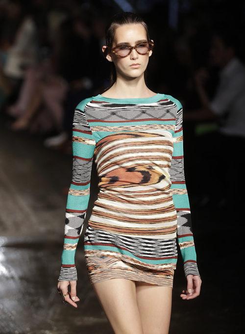 Vestido corto estampado de punto de Missoni colección primavera/verano 2017 en Milán Fashion Week