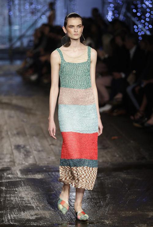Vestido largo de punto de colores de Missoni colección primavera/verano 2017 en Milán Fashion Week