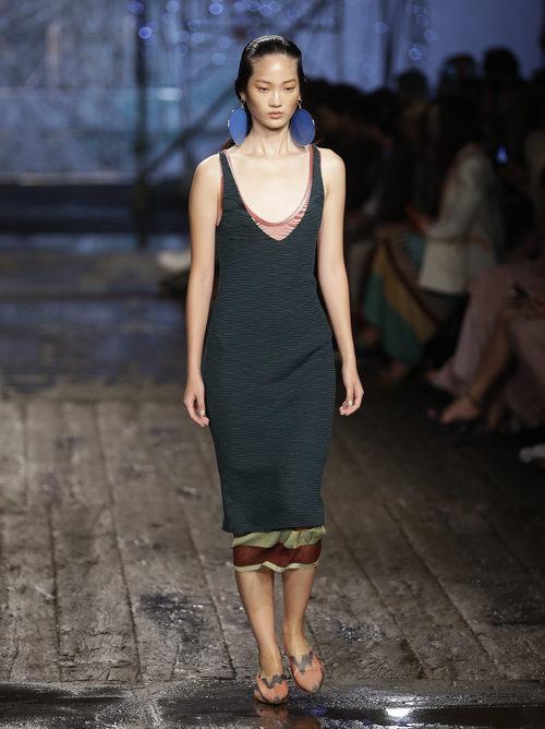 Vestido largo negro de Missoni colección primavera/verano 2017 en Milán Fashion Week