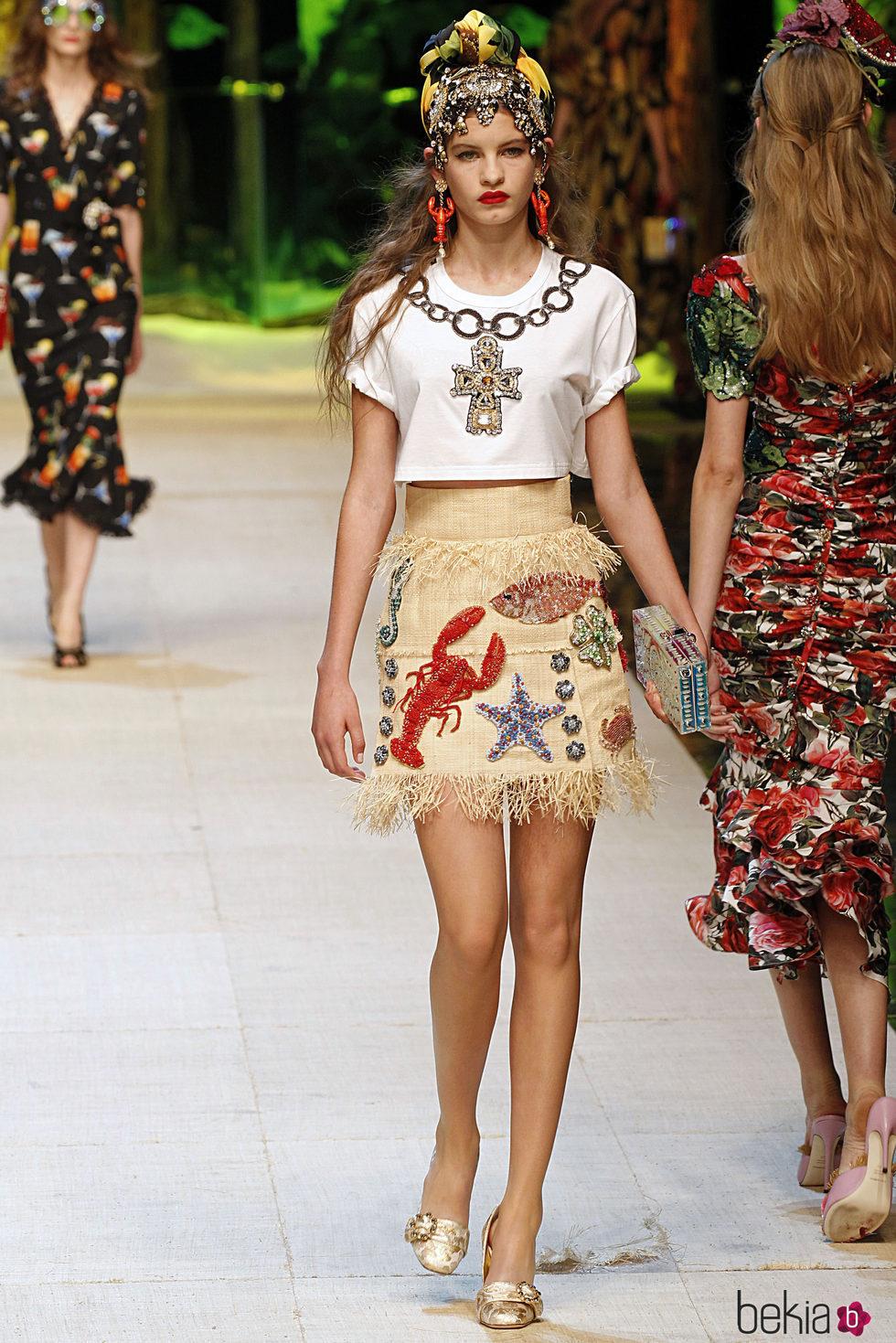 9809b28999 Anterior Falda estampada de Dolce   Gabbana primavera verano 2017 en la  Milán Fashion Week