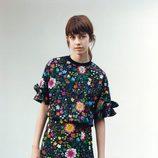 Falda y camisa de flores de Victoria Beckham colección otoño/invierno 2016/2017