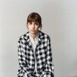 Traje de estampado de cuadros de Victoria Beckham colección otoño/invierno 2016/2017
