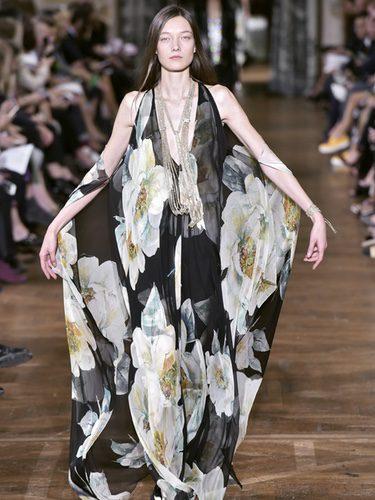 Vesitdo floral de Lanvin primavera/verano 2017 en la París Fashion Week