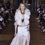Falda con transparencias blanca de Lanvin primavera/verano 2017 en la París Fashion Week