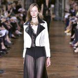 Chaqueta blanca de cuero de Lanvin primavera/verano 2017 en la París Fashion Week