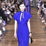 Vestido midi azul intenso de Lanvin primavera/verano 2017 en la París Fashion Week