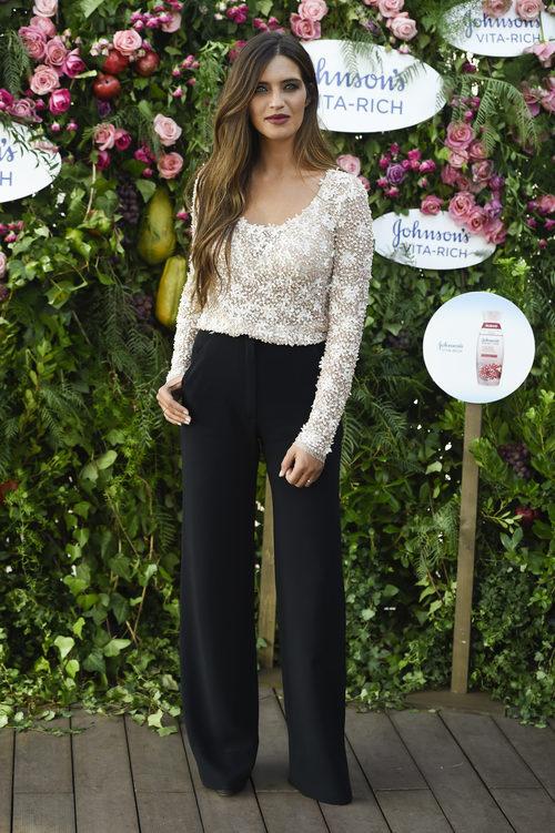 Sara Carbonero con un look sencillo como embajadora de 'Jonhson's Vita Rich'