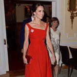 Kate Middleton con un total look rojo en la recepción de la Casa del Embajador de Victoria