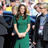Kate Middleton con un vestido verde esmeralda de Dolce & Gabbana en su viaje oficial a Canadá