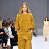 Total look mostaza de Chloé primavera/verano 2017 en la París Fashion Week