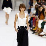 Pantalón oversize de Chloé primavera/verano 2017 en la París Fashion Week