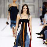 Vestido de varios colores de Chloé primavera/verano 2017 en la París Fashion Week