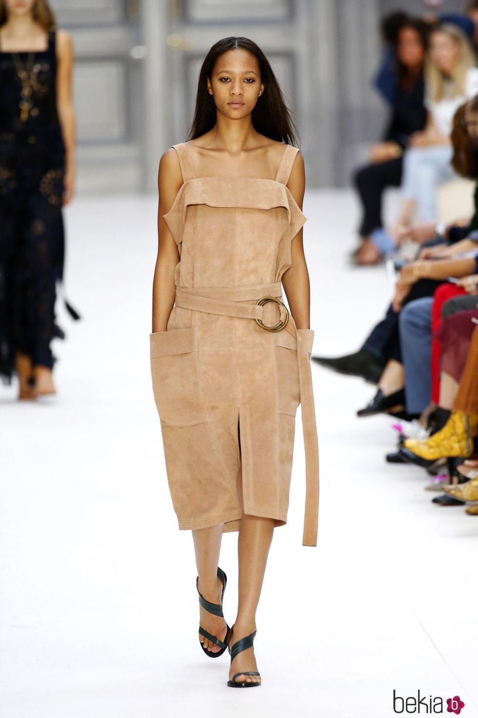 Mono color camel de chlo primavera verano 2017 en la par s fashion week colecci n 39 urban - Colores moda primavera verano 2017 ...