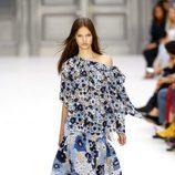 Vestido de flores azules de Chloé primavera/verano 2017 en la París Fashion Week