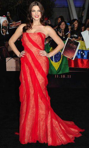 Ashley Greene, impresionante de Donna Karan