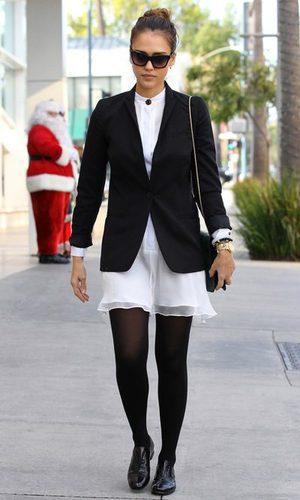 Jessica Alba, una 'lady chic' con blazer