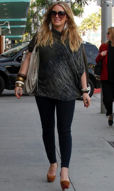 Hilary Duff con look casual