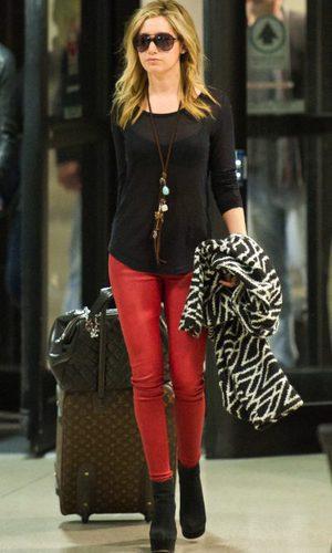 Ashley Tisdale con look de aeropuerto