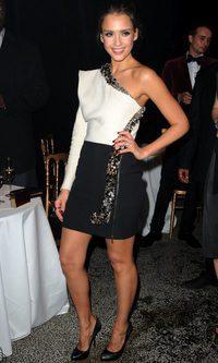 Jessica Alba en blanco y negro de Lanvin