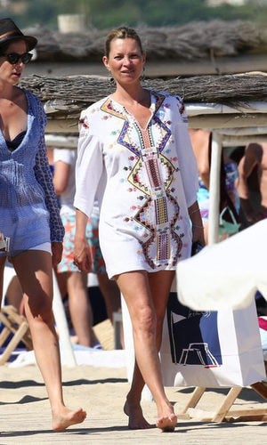 El look playero de Kate Moss