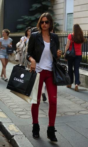 Irina de compras por París