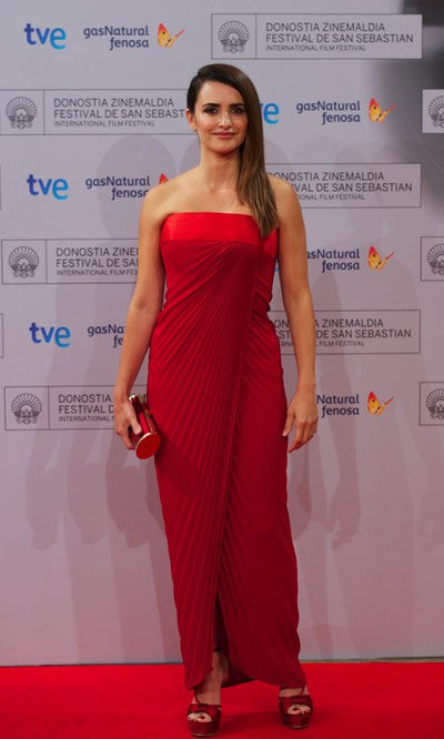 Penélope Cruz y su total look rojo