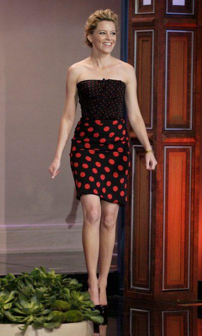 Elizabeth Banks, elegante con lunares
