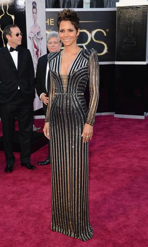Halle Berry arriesga y gana al estilo James Bond