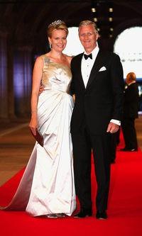 La Princesa Matilde de Bélgica y su espectacular vestido asimétrico
