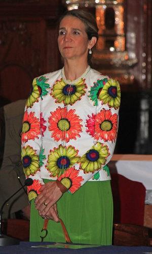 La Infanta Elena se pasa con las flores