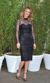 Eva Herzigová, muy sugerente con un ceñido sheath dress negro