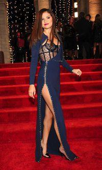 La más elegante de los MTV VMA 2013: Selena Gomez de azul Versace
