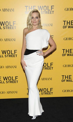 Margot Robbie, espectacular con un diseño de Armani
