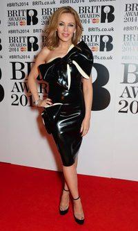 Kylie Minogue demuestra su pasión por los lazos