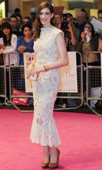 Anne Hathaway, radiante de Alexander McQueen