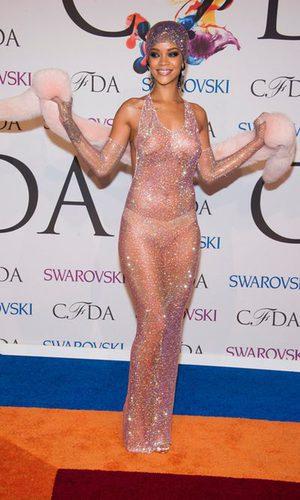 Rihanna se envuelve en 216.000 cristales de Swarovski