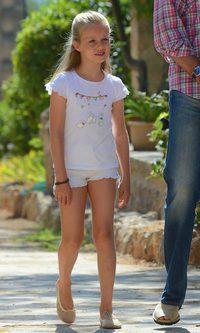 La Princesa Leonor, de blanco para hacer frente al calor