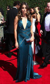 Nikki Reed, sobre la alfombra roja con un Versace lleno de arrugas